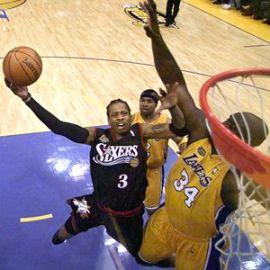 Iverson bem que tentou, mas o talento dos Lakers de Shaq foi demais para ele...